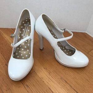 Delicious Toby-S White Patent Leather Heels
